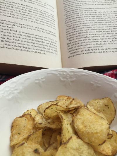 Chips och bok